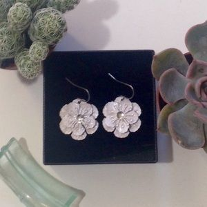 White Dangling Flower Earrings